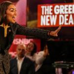La deputata Alexandria Ocasio-Cortez durante un evento per il Green New Deal. Reuters