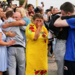 Prigionieri ucraini accolti dai loro parenti all'arrivo a Kiev dopo lo scambio di prigionieri Russia-Ucraina, all'aeroporto internazionale di Borispil, fuori Kiev, Ucraina, 7 settembre 2019. REUTERS/Gleb Garanich