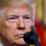 Il Presidente degli Stati Uniti Donald Trump rilascia una dichiarazione alla Casa Bianca a seguito della notizia secondo cui le forze statunitensi hanno attaccato il leader dello Stato islamico Abu Bakr al-Baghdadi nella Siria settentrionale, Washington, Stati Uniti, 27 ottobre 2019. REUTERS/Jim Bourg