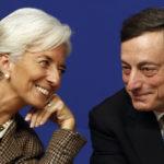 Christine Lagarde e Mario Draghi insieme a una conferenza al Ministero dell'Economia a Parigi. REUTERS/Charles Platiau