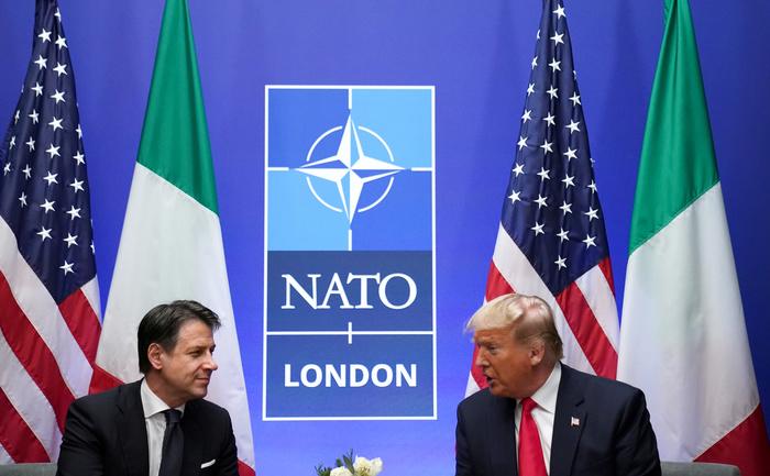 Il Presidente degli Stati Uniti Donald Trump e il Primo Ministro italiano Giuseppe Conte tengono una riunione bilaterale durante il vertice Nato a Watford, Gran Bretagna, 4 dicembre 2019. REUTERS/Kevin Lamarque