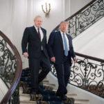 Il Primo Ministro britannico Boris Johnson incontra il Presidente americano Donald Trump a Biarritz. Stefan Rousseau/Pool via REUTERS