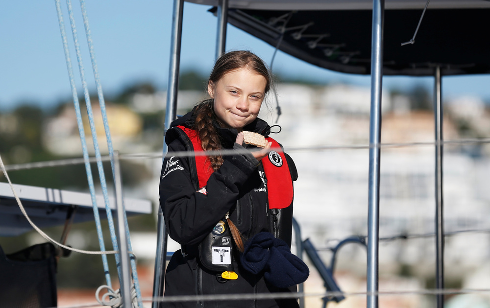 Greta Thunberg arriva a bordo dello yacht La Vagabonde nel porto di Santo Amaro a Lisbona, Portogallo, 3 dicembre 2019. REUTERS/Rafael Marchante
