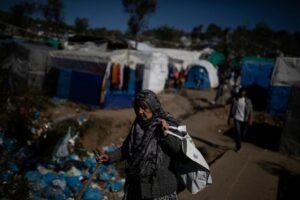 Grecia, proteste contro i centri per migranti