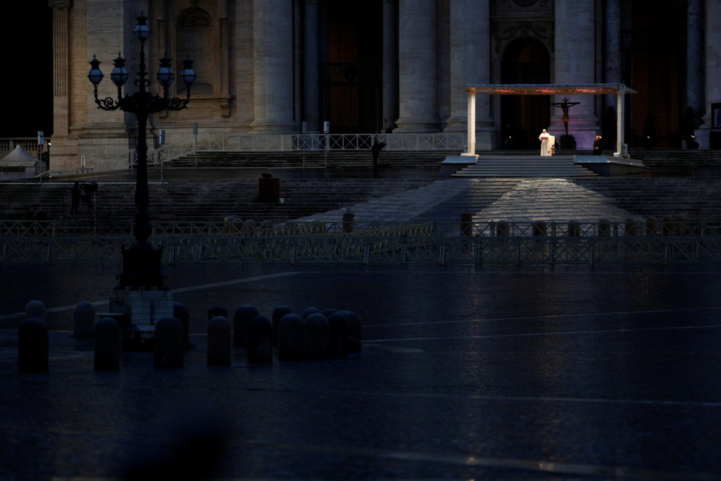 Coronavirus: l'Italia della solidarietà contro gli egoismi: Papa Francesco in Vaticano
