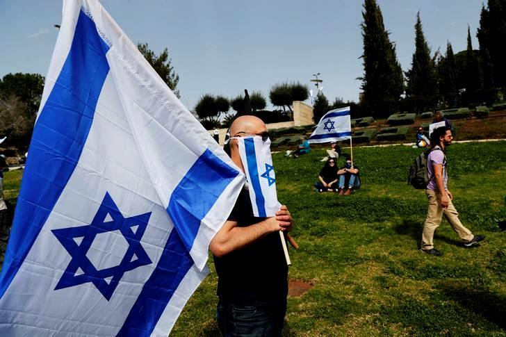 Israele, Netanyahu-Gantz: via al Governo di unità