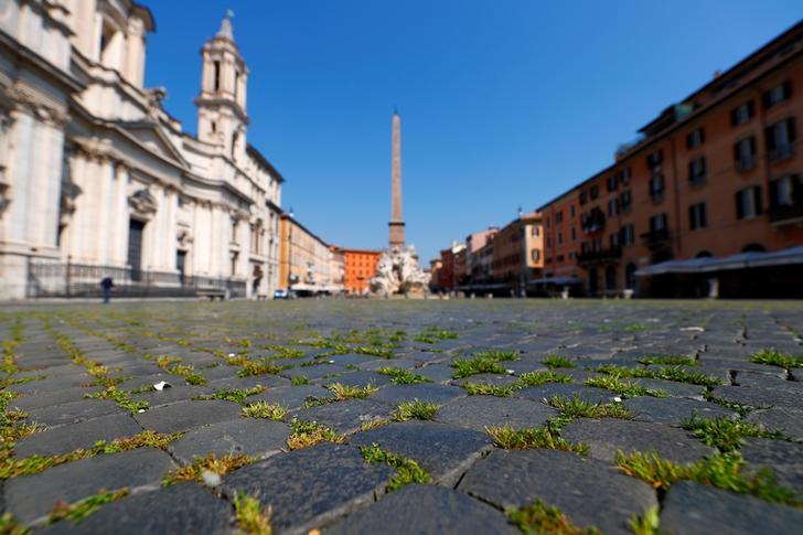 Coronavirus, fase 2: meno virologi, più manager. Un'immagine di Piazza Navona deserta, Roma, Italia, 9 aprile 2020. REUTERS/Guglielmo Mangiapane