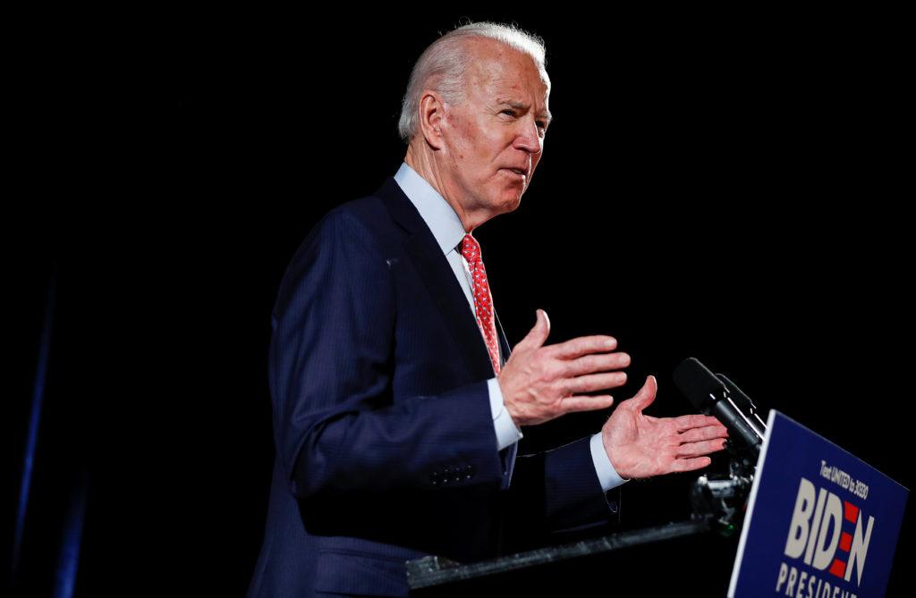 Usa: Joe Biden sfiderà Donald Trump alle presidenziali. Il candidato democratico alla presidenza degli Stati Uniti ed ex vicepresidente Joe Biden parla della pandemia di coronavirus durante un evento a Wilmington, Delaware, Stati Uniti, 12 marzo 2020. REUTERS/Carlos Barria
