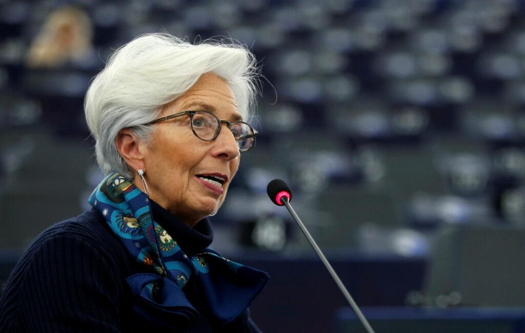 Bce: Christine Lagarde ci salverà dal virus. La Presidente della Banca centrale europea Christine Lagarde si rivolge al Parlamento europeo, Strasburgo, Francia, 11 febbraio 2020. REUTERS/Vincent Kessler