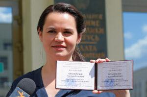 """Elezioni in Bielorussia, Svetlana Tikhanovskaya non accetta il risultato: """"Voto truccato""""."""