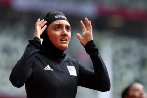 Tokyo 2020. L'atleta afghana Kimia Yousofi subito dopo la gara. REUTERS/Lucy Nicholson -