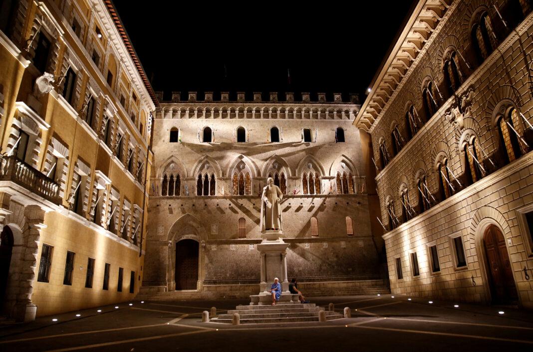 La sede del Monte dei Paschi a Siena. Il più antico Istituto di Credito italiano è stato fondato nel 1472.