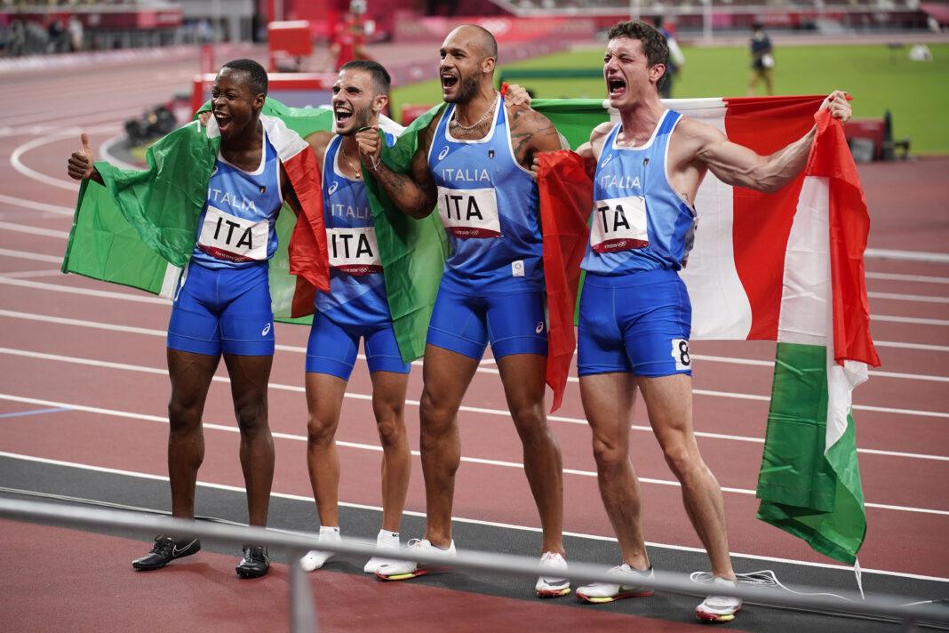 Olimpiadi di Tokyo: la squadra italiana dei 4x100 metri festeggia dopo la vittoria. Tokyo 6 agosto 2021.